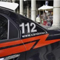 Varese, negoziante si ribella ai  rapinatori: colpito alla testa con il calcio di una pistola