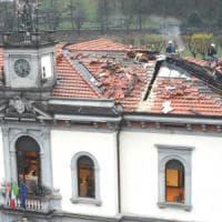 San Pellegrino Terme, a fuoco il municipio: danni ingenti, chiuso per ore il centro del paese