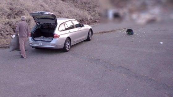 Como, caccia ai frontalieri della spazzatura dalla Svizzera: inchiodati dalle telecamere