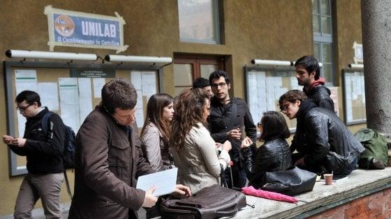 Università Milano: basta test di ingresso, ci si fida dei voti dei prof. Corsia privilegiata con la media del 7