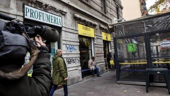 Milano, accoltellato in strada e ferito gravemente: ipotesi rapina