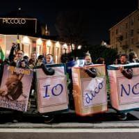 Milano, la marcia del M5S per il No al referendum