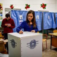 Referendum costituzionale, a Milano votano più di 900mila: code per le