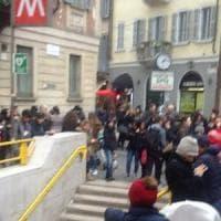 Milano, ubriaco scivola sui binari: M3 sospesa per un'ora e mezza tra Centrale