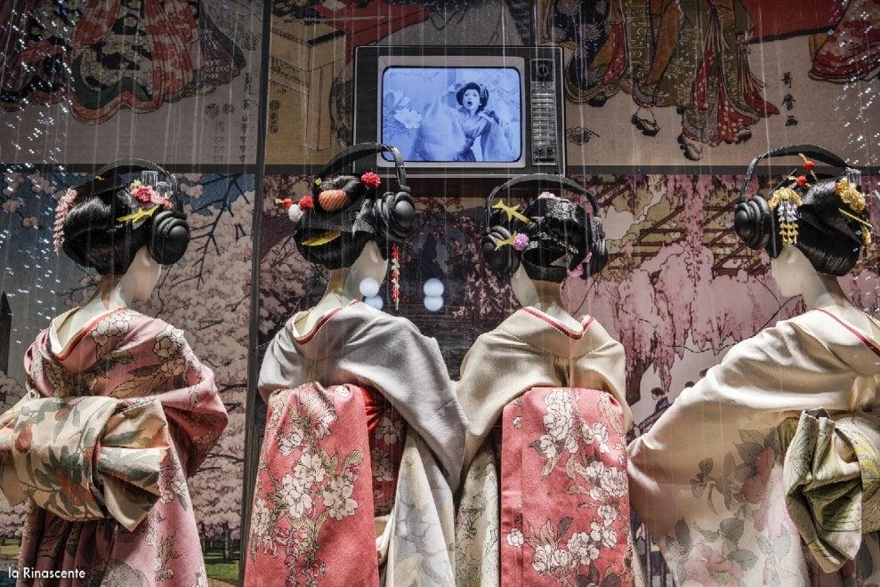 Milano, le vetrine della Rinascente si vestono per 'Madama Butterfly'