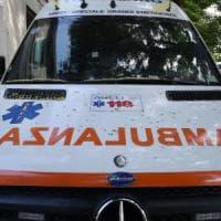 Bergamo, feriti due operai precipitati da una gru: stavano montando le luci di Natale