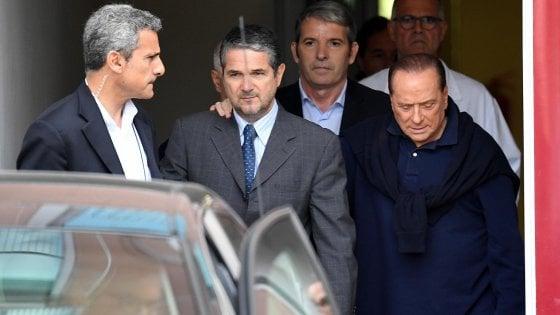 """Berlusconi al San Raffaele per accertamenti cardiaci: """"Troppo stress"""""""