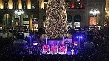 Acceso l'albero di Natale  in piazza Duomo: 54mila  led per illuminare Joy