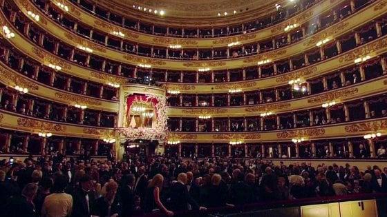 Scala, le proteste accendono la Butterfly, assenti i politici: in sala 13 minuti di applausi