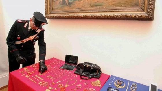 Milano, 31 super ricettatori dell'oro finiscono alla sbarra: i ladri di mezza Italia riciclavano i gioielli da loro