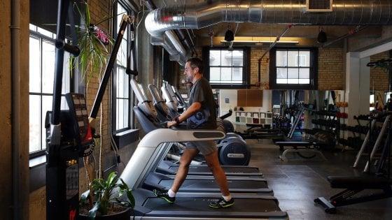 """""""Fare esercizio fisico"""": lo sport finisce nella ricetta medica, la Lombardia prepara le palestre della salute"""