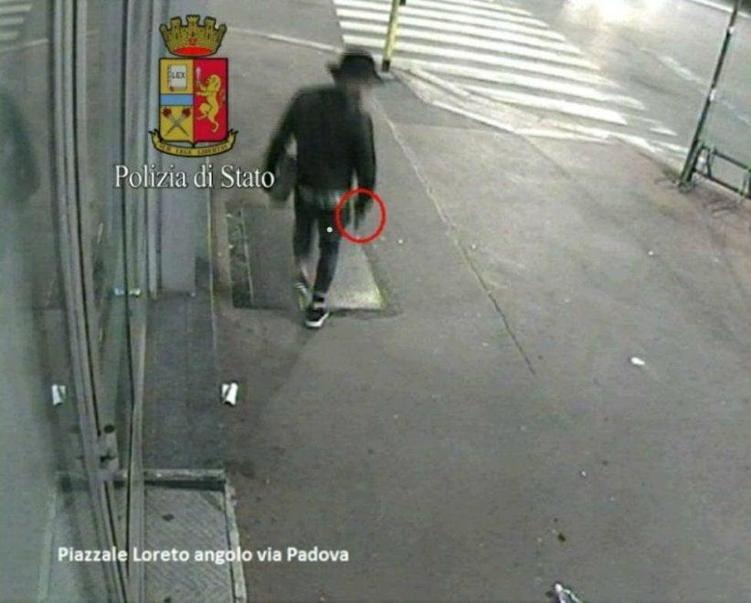 Omicidio piazzale Loreto: le telecamere riprendono il killer in azione