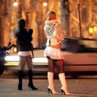 Milano, risse a calci e bastonate tra prostitute che si contendono il posto