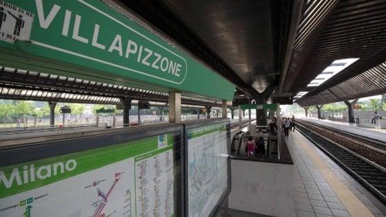 Milano tentano di aggredire due ragazze in treno loro si chiudono in bagno e chiamano la - Ragazze in bagno ...