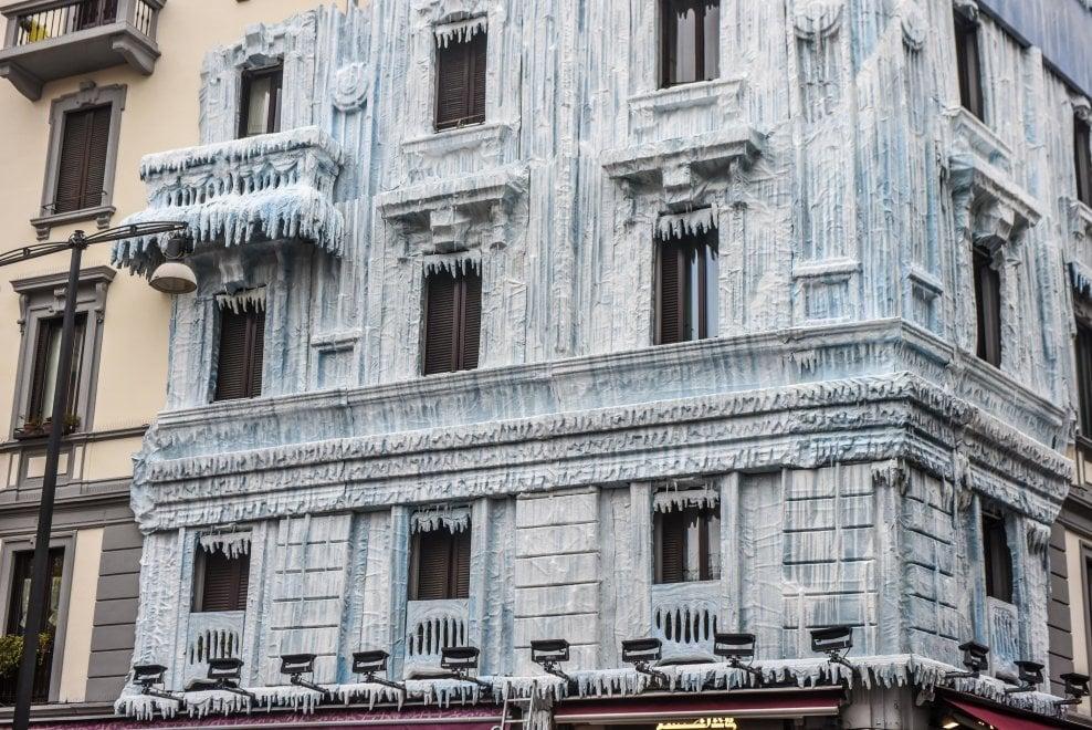 Il mistero del palazzo ghiacciato: la pubblicità inganna i milanesi