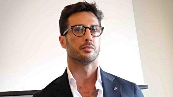 """Fabrizio Corona rinviato a giudizio. """"Ma ho ho appena pagato 400mila euro di tasse, scarceratemi"""""""