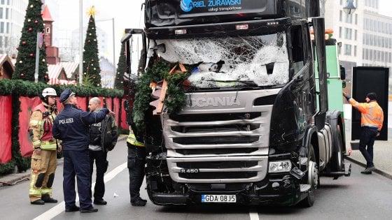 """Terrorismo, il prefetto dopo l'attacco di Berlino: """"A Milano barriere anticamion nei mercatini di Natale"""""""