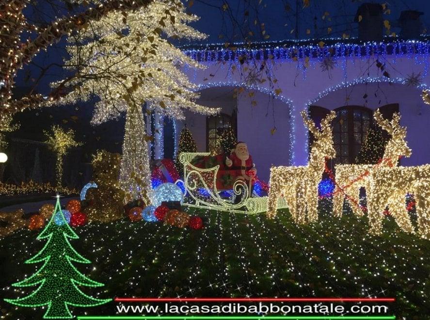 Melegnano la casa di babbo natale si illumina con mila led