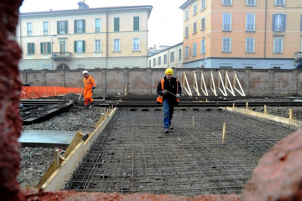 Milano la passerella ciclo pedonale di porta genova al - Carabinieri porta genova milano ...