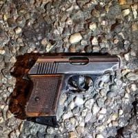 Sesto, la pistola dell'attentatore di Berlino: l'immagine dal luogo della sparatoria
