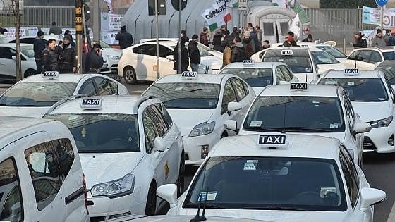 """Taxi Milano: inglese, pulizia e turni. """"No alle nuove norme, pronti allo sciopero"""""""