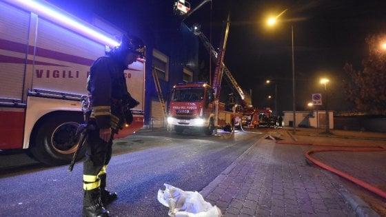 Lanterne cinesi incubo dei pompieri, nella notte di capodanno tre gli incendi nel Milanese