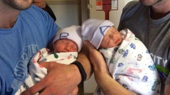 Milano, sì dei giudici d'appello ai gemellini con due papà: nati negli Usa da madre surrogata, l'atto di nascita in Comune