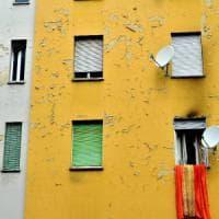 Milano, coppia di abusivi aggredisce ispettori Aler: arrestato 27enne. Moglie e figlia restano nella casa