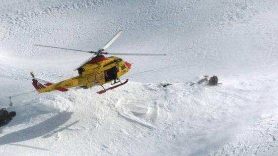 Sciatore muore cadendo su una pista in Val di Fiemme