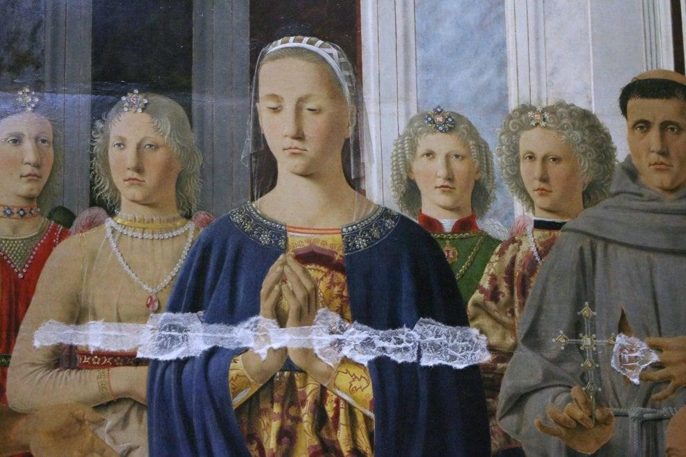 """""""Terremoto climatico"""" in Pinacoteca, i quadri di Brera con i cerotti"""