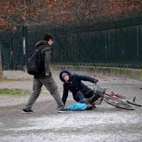 """Milano, temperature in calo: è di nuovo allerta ghiaccio. Il Comune ai custodi: """"Spargete..."""
