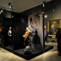 Brera, non si fermano le polemiche: sfilata di moda tra i quadri incerottati