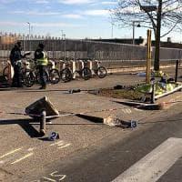 Brescia, madre e figlia travolte da un'auto mentre attraversano la strada: morte sul colpo