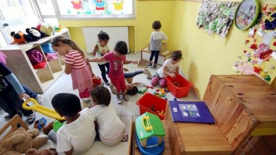 Milano, arriva la tassa sugli asili: sarà di 52 euro. Aumenti in vista per mense e dopo scuola