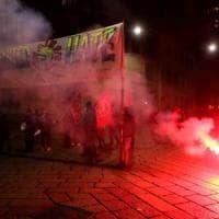 Milano, manifestazione contro Trump. Il consolato ai cittadini Usa: