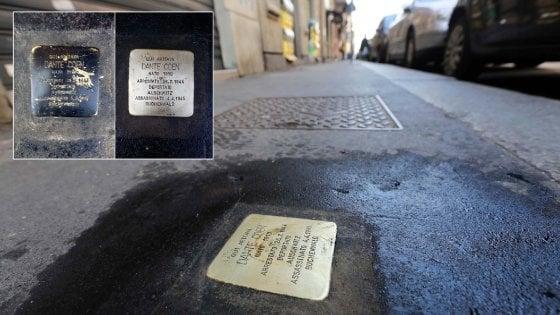 """Milano, vandali contro le pietre d'inciampo. Ornella Coen: """"Oltraggiata la memoria di mio padre"""""""