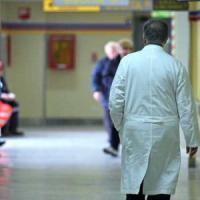 """Meningite, 35enne muore in ospedale a Milano. Medici e infermieri: """"Vaccinateci"""""""