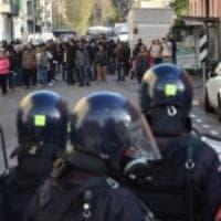 Milano, perse il bambino e accusò agente di averla colpita con una manganellata: