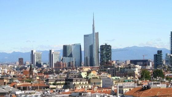 """Milano, stop grattacieli sì agli alloggi per i giovani. Sala: """"Per le case a 10mila euro al metro finita la richiesta"""""""