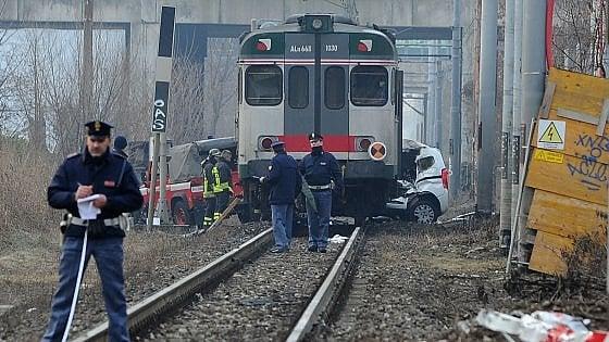 Brescia, treno investe auto apassaggio a livello: un ferito grave