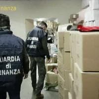 Milano, colla per bambini pericolosa: maxisequestro della Finanza, un milione