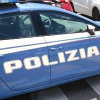Aggredisce la moglie a colpi di mannaia, arrestato 35enne nel Varesotto