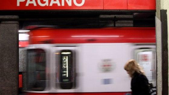 Milano, molesta studentessa in metrò: 33enne arrestato su un vagone della Rossa