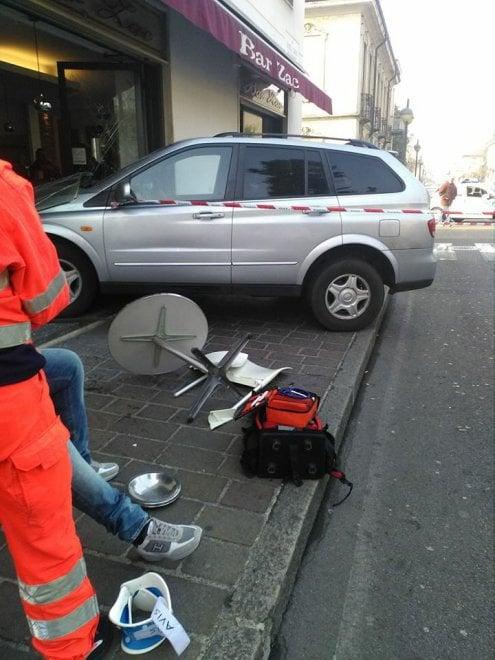Seregno, il Suv piomba sul bancone del bar: danni per migliaia di euro