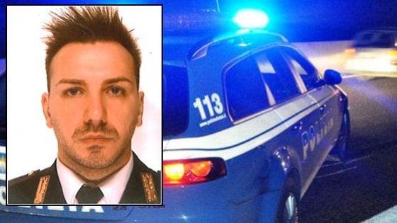 Lecco, blocca il fuggitivo dopo l'inseguimento e precipita in una scarpata: morto un poliziotto
