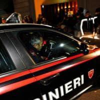 Bergamo, preso a martellate da due rapinatori che fuggono con la sua auto: un arresto
