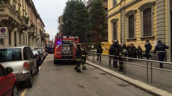 Principio di incendio in scuola a Milano, paura per i bambini