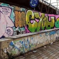 Monza, writer accoltellato dopo una lite per un muro: arrestato 16enne per tentato omicidio
