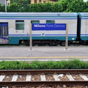 Milano, studentessa aggredita e molestata in treno: spunta la pista della rappresaglia