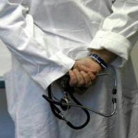 False visite a domicilio, smascherati dai familiari dei malati: due medici denunciati nel Bresciano